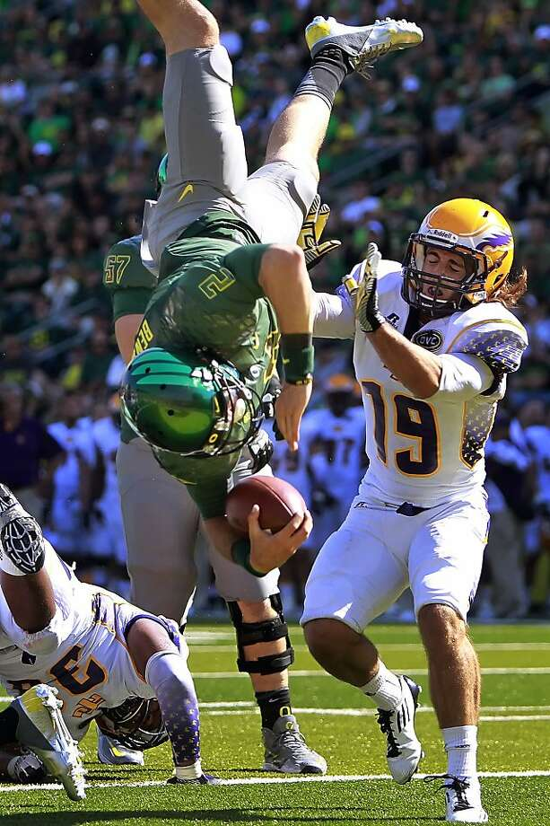 Oregon's Bryan Bennett flips headfirst into the end zone ahead of Tennessee Tech's Cory McDonald in the third quarter. Photo: Chris Pietsch, Associated Press