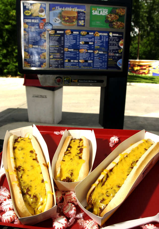 Sonic Footlong Quarter Pound Coney, 830 calories. Photo: John Davenport, San Antonio Express-News / SAN ANTONIO EXPRESS-NEWS
