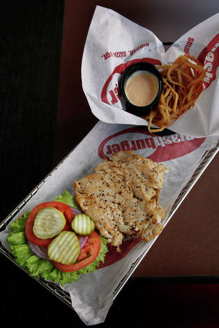 Smashburger Classic Grilled Chicken Sandwich, 430 calories. Smashburger Haystack Onions, 560 calories. Photo: San Antonio Express-News File Photo / nfruge@express-news.net