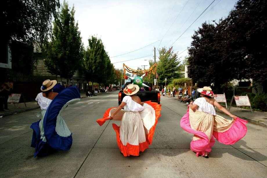 A group called the Herencias Mexicanas dance. Photo: Sofia Jaramillo / SEATTLEPI.COM