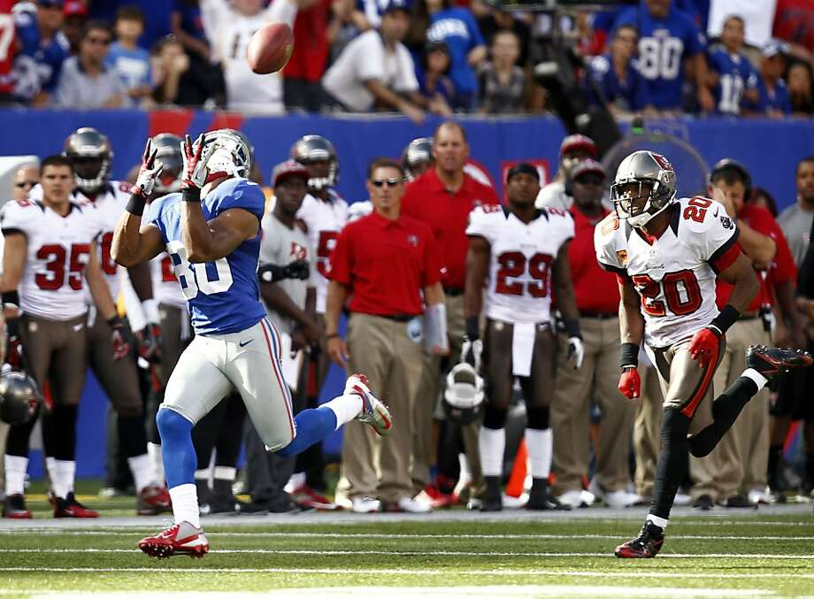 Victor Cruz hauls in an 80-yard touchdown pass, part of Eli Manning's 295-yard second half. Photo: Jeff Zelevansky, Getty Images