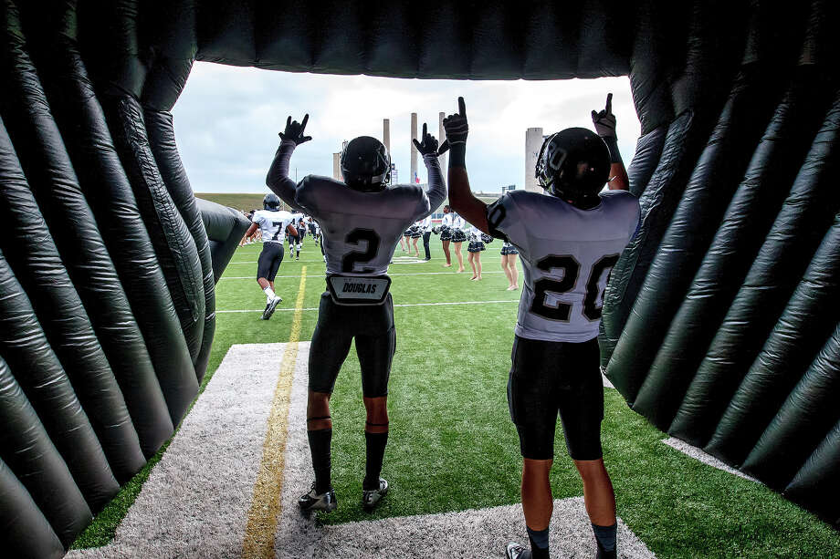 Steele's Jordan Sterns (left) and Matthew Mayle point their fingers to the sky inside the helmet as the Knights take the field prior to their Class 5A Division II second round playoff game with Roosevelt at Heroes Stadium on Nov. 23, 2012.  MARVIN PFEIFFER/ mpfeiffer@express-news.net Photo: MARVIN PFEIFFER, Marvin Pfeiffer/ Express-News / Express-News 2012