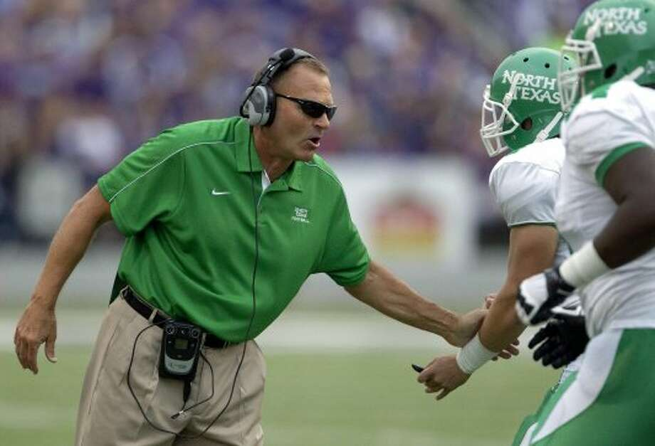 6. North Texas (last week 9, next week vs. Troy) — Take away that kick return and maybe the Mean Green could have snuck out of Manhattan with a stunner.(Orlin Wagner / Associated Press)