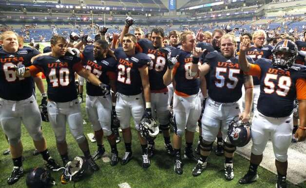 7. UTSA (last week 8, next week vs. NW Oklahoma State) — Hard to gauge how good the Roadrunners really are compared to others in the state. But against their opposition, they look pretty solid. (Kin Man Hui / SAN ANTONIO EXPRESS-NEWS)