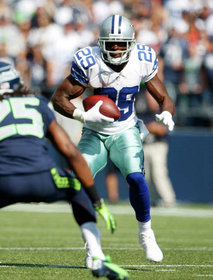 Dallas Cowboys' DeMarco Murray in action against the Seattle Seahawks in the first half of an NFL football game, Sunday, Sept. 16, 2012, in Seattle. Photo: AP