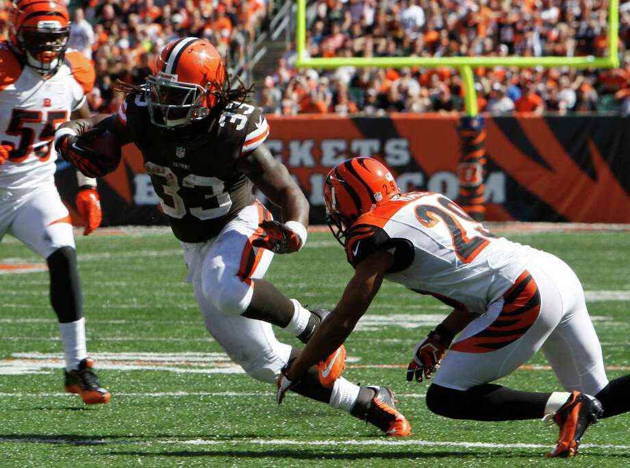 Cleveland Browns running back Trent Richardson (33) avoids a tackle on his way to a 23-yard touchdown on a pass reception in the second half of an NFL football game against the Cincinnati Bengals, Sunday, Sept. 16, 2012, in Cincinnati. (AP Photo/David Kohl) Photo: David Kohl, Associated Press / FR51830 AP