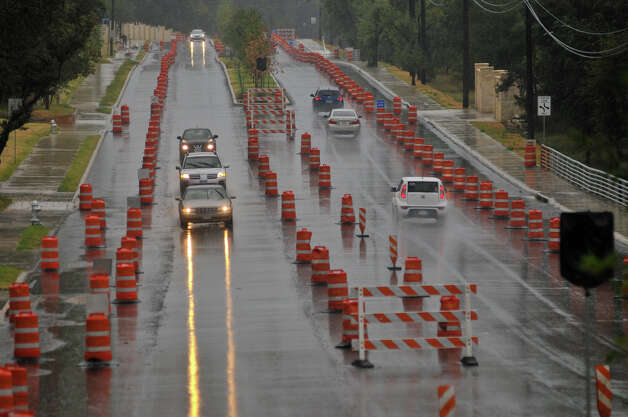 SLUG: Weather-No assignID-September 16, 2012-San Antonio, Texas---Traffic moves through the Sunday rain in the nearly complete construction zone of Jones-Maltsberger Rd. north of Thousand Oaks. Photo: For The Express-News