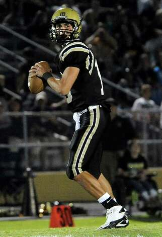Nederland's Carson Raines looks to pass during the game against Vidor at Bulldog Stadium in Nederland, Friday, September 23, 2011   Tammy McKinley/The Enterprise Photo: TAMMY MCKINLEY
