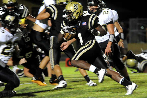 Nederland's Troy Benjamin runs the ball against Vidor at Bulldog Stadium in Nederland, Friday, September 23, 2011   Tammy McKinley/The Enterprise Photo: TAMMY MCKINLEY