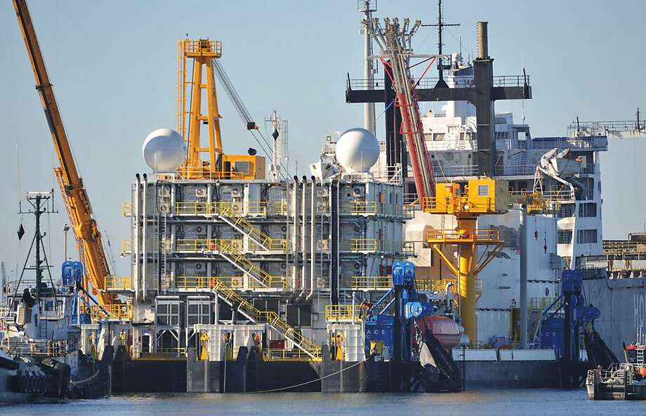 The containment dome aboard the Arctic Challenger in Bellingham, Wash., was damaged during final tests. Photo: Philip A. Dwyer, Associated Press