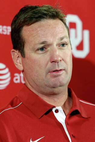 Oklahoma head coach Bob Stoops answers a question during an NCAA college football news conference in Norman, Okla., Monday, Sept. 17, 2012. After getting nudged down the rankings in the first three weeks of the season, Oklahoma (2-0) emerge from an off week to play No. 15 Kansas State (3-0) on Saturday night in Norman. (AP Photo/Sue Ogrocki) Photo: Sue Ogrocki, Associated Press / AP