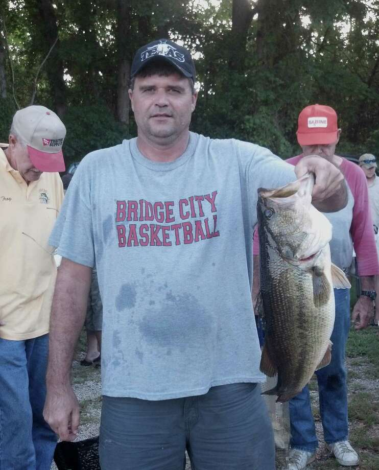 Leslie Woodall caught the biggest bass of the tournament weighing in at 7.89 lbs, anchoring a 1st place win for this father & son team.
