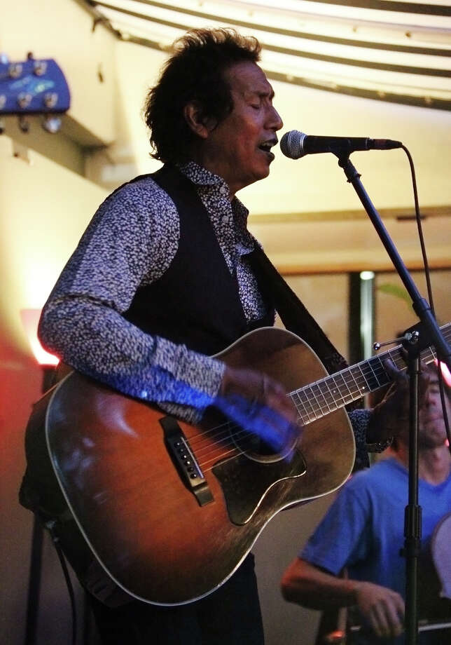 Acclaimed singer-songwriter Alejandro Escovedo performs at the Havana Hotel's Ocho Lounge on Wednesday, Sept. 14, 2011. Kin Man Hui/kmhui@express-news.net Photo: KIN MAN HUI, SAN ANTONIO EXPRESS-NEWS / SAN ANTONIO EXPRESS-NEWS