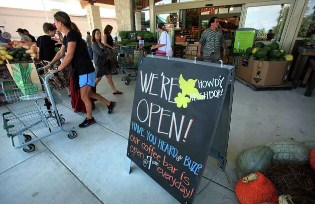 Shoppers depart and arrive at the new Whole Foods Market grand opening at 18403 Blanco, Tuesday, Sept. 18, 2012. Photo: BOB OWEN, San Antonio Express-News / © 2012 San Antonio Express-News