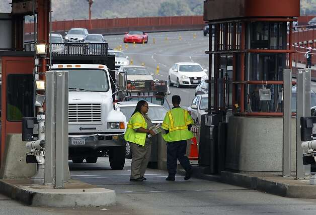 Using workers to collect tolls costs 83 cents a transaction, according to the district - more than the cost of mailing an invoice. Photo: Paul Chinn, The Chronicle