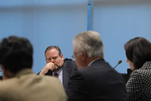 Scott Dickey, general counsel for City College of San Francisco, listens to analyst Mike Hill of the state's fiscal crisis team. Photo: Carlos Avila Gonzalez - San Fran, The Chronicle
