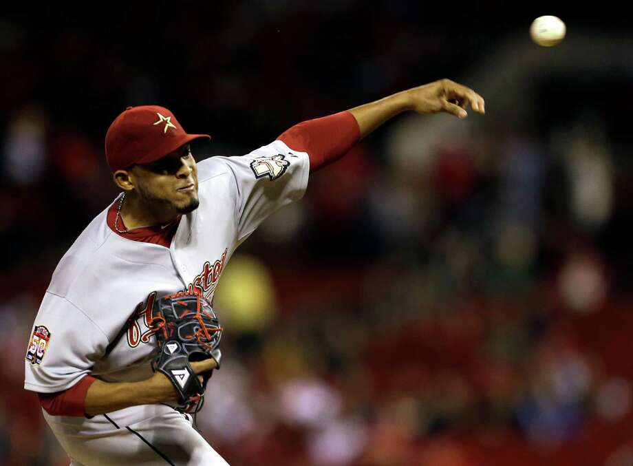 Houston Astros starting pitcher Fernando Abad throws during the first inning of a baseball game against the St. Louis Cardinals, Tuesday, Sept. 18, 2012, in St. Louis. (AP Photo/Jeff Roberson) Photo: Jeff Roberson, STF / AP