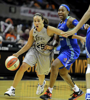 The Silver Stars' Becky Hammon (25) drives around New York's Cappie Pondexter (right) during a WNBA game between the San Antonio Silver Stars and the New York Liberty on Tuesday, Sept. 18, 2012, at the AT&T Center. Photo: John Albright, For The Express-News / San Antonio Express-News