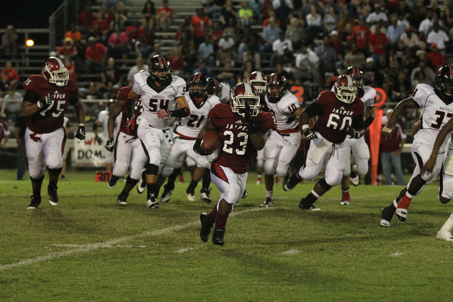 Deroddrick Hadnot breaks into the Kirbyville secondary. Photo: Jason Dunn