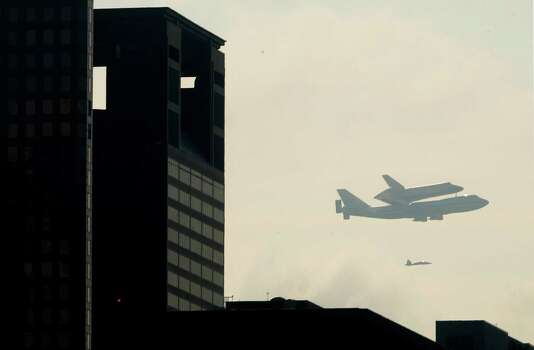 Space Shuttle Endeavour over Downtown Houston as it makes it's way to Ellington Field on Wednesday, Sept. 19, 2012, in Houston. Photo: Mayra Beltran, Houston Chronicle / © 2012 Houston Chronicle