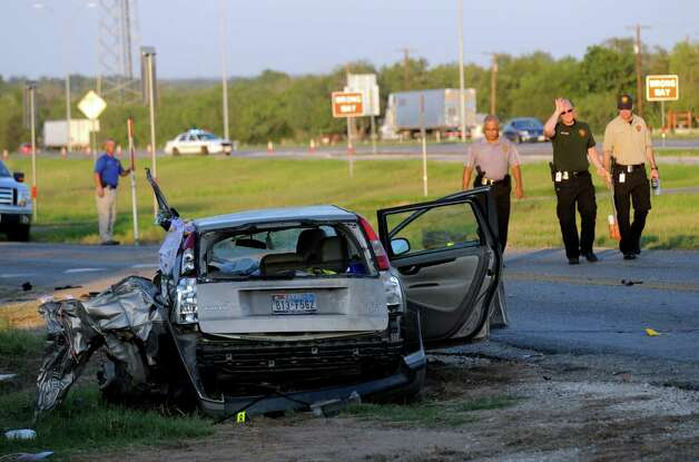 A vehicle involved in an accident litters the access road to Interstate 35 South near Shepherd Road on Wednesday, Sept. 19, 2012. Photo: Billy Calzada, San Antonio Express-News / © San Antonio Express-News
