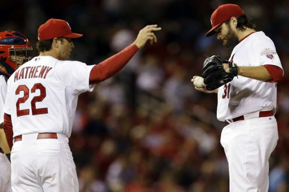 Mike Matheny, left, calls for a new pitcher as starter Lance Lynn waits to be removed from the game. (Jeff Roberson / Associated Press)