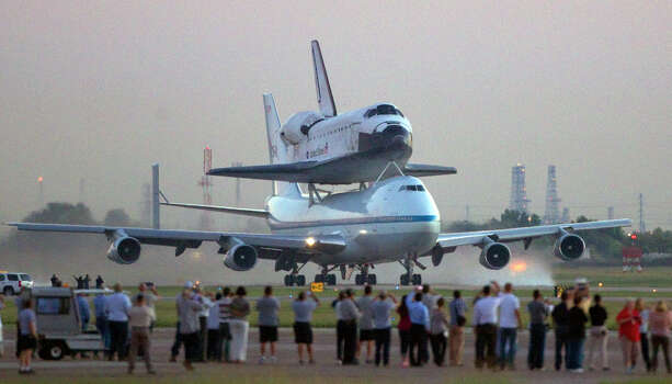 People line up as they watch the space shuttle Endeavour carried atop NASA's 747 Shuttle Aircraft to leave Ellington Field Thursday, Sept. 20, 2012, in Houston. Photo: Cody Duty, Houston Chronicle / © 2012 Houston Chronicle