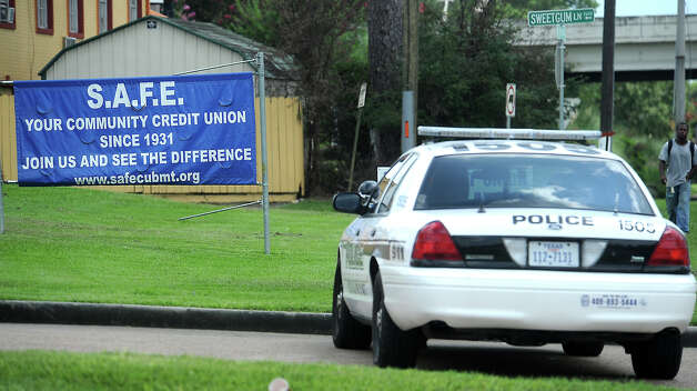 Police respond to a robbery at SAFE Credit Union in Beaumont, Tuesday, July 24, 2012. Tammy McKinley/The Enterprise Photo: TAMMY MCKINLEY