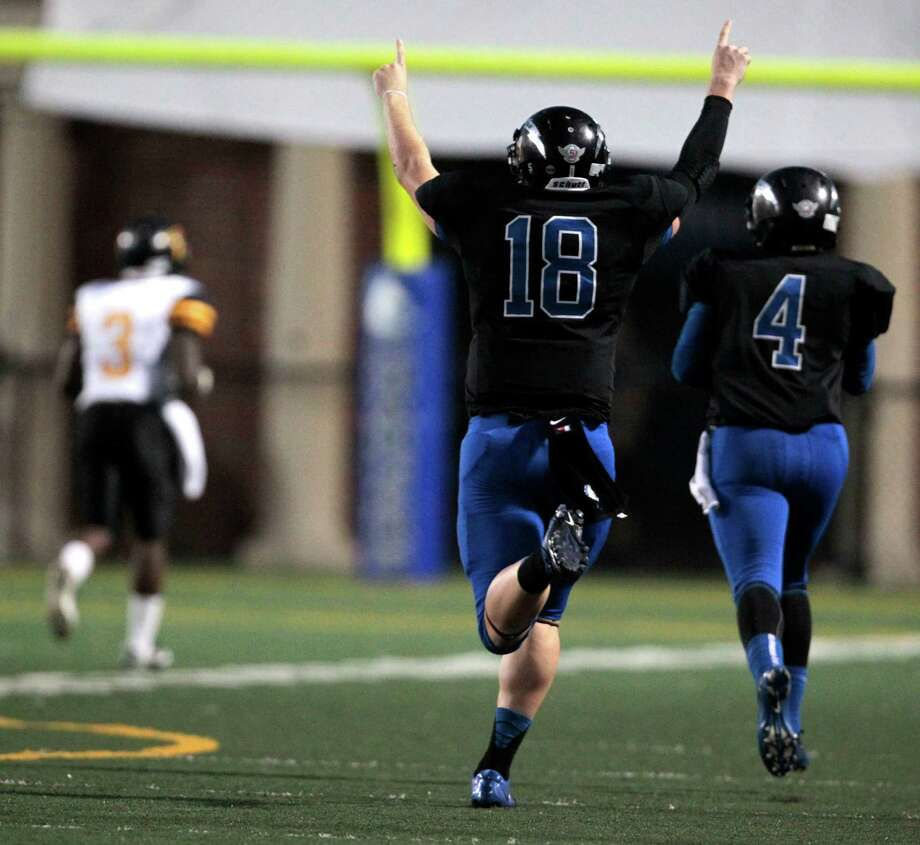 Clear Springs quarterback Zach Cripps (18) holds up his hands in celebration after completing a long pass off a flea flicker in the first half against Eisenhower High school at Veterans in League City, Thursday September 20, 2012. Photo: Billy Smith II, Houston Chronicle / © 2012 Houston Chronicle