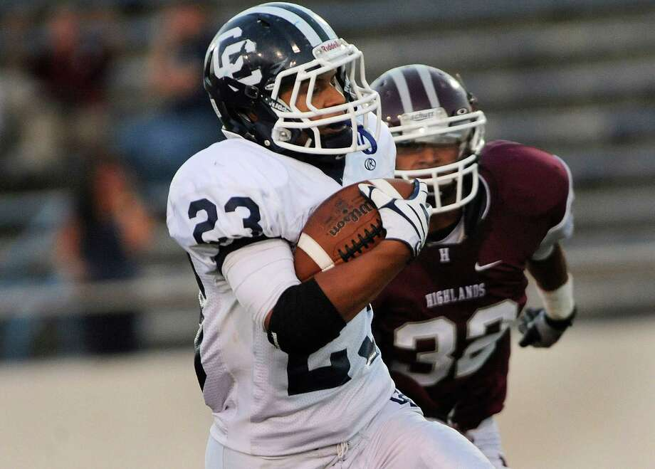 Nicholas Gomez of Central Catholic runs for yardage against Highlands during high-school football action at Alamo Stadium on Thursday, Sept. 20, 2012. Photo: Billy Calzada, Express-News / © San Antonio Express-News
