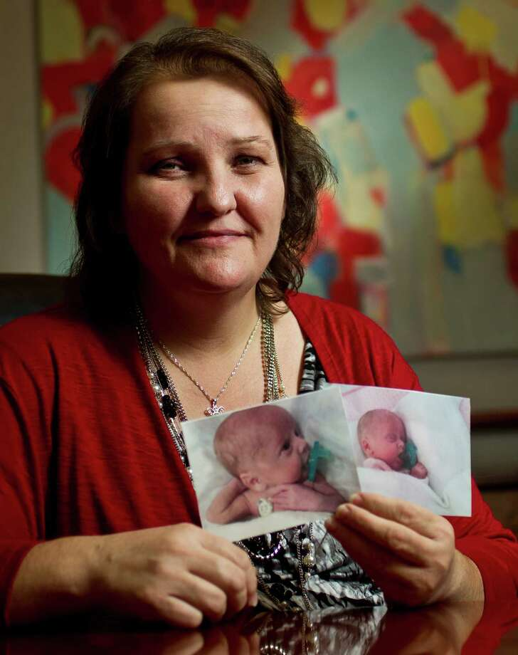 Cindy Close shows her twins Simon McMurrey, left, and McKenna McMurrey, who live with their father Marvin McMurrey, Wednesday, Sept. 19, 2012, in Houston. Close was artificially inseminated by McMurrey and was promply sued claiming she was a surrogate for him. Photo: Nick De La Torre, Houston Chronicle / © 2012 Houston Chronicle