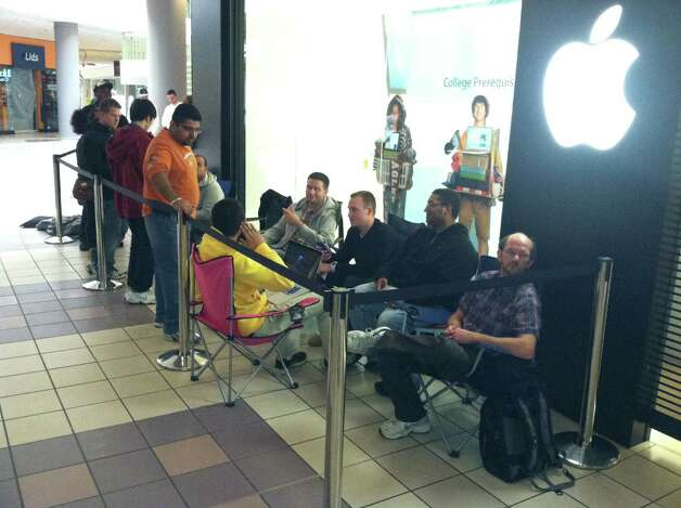 Customers line up outside the Apple store in Crossgates Mall in Guilderland on Friday, Sept. 21, 2012 to be among the first to purchase the new iPhone 5. (Skip Dickstein / Times Union)