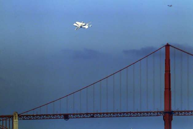 The Space Shuttle Endeavor flew over the Bay Area on Friday, September 21, 2012, in San Francisco, Calif., on its farewell voyage before it is converted to a museum in Los Angeles. Photo: Carlos Avila Gonzalez - San Fran, The Chronicle