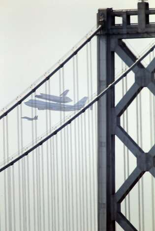 The Space Shuttle Endeavor with the Bay Bridge in the foreground as it flew over the Bay Area on Friday, September 21, 2012, in San Francisco, Calif., on its farewell voyage before it is converted to a museum in Los Angeles. Photo: Carlos Avila Gonzalez - San Fran, The Chronicle