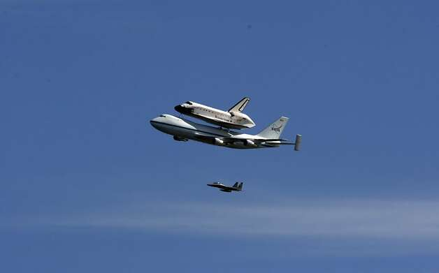 The Space Shuttle Endeavour flew over the Bay Area on Friday, September 21, 2012, in San Francisco, Calif., on its farewell voyage before it is converted to a museum in Los Angeles. Photo: Carlos Avila Gonzalez, The Chronicle