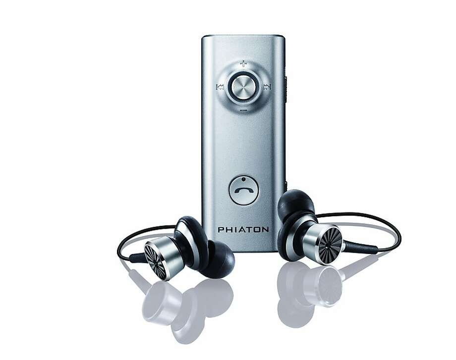 Phiaton Bluetooth noise-canceling ear phones Photo: Phiaton