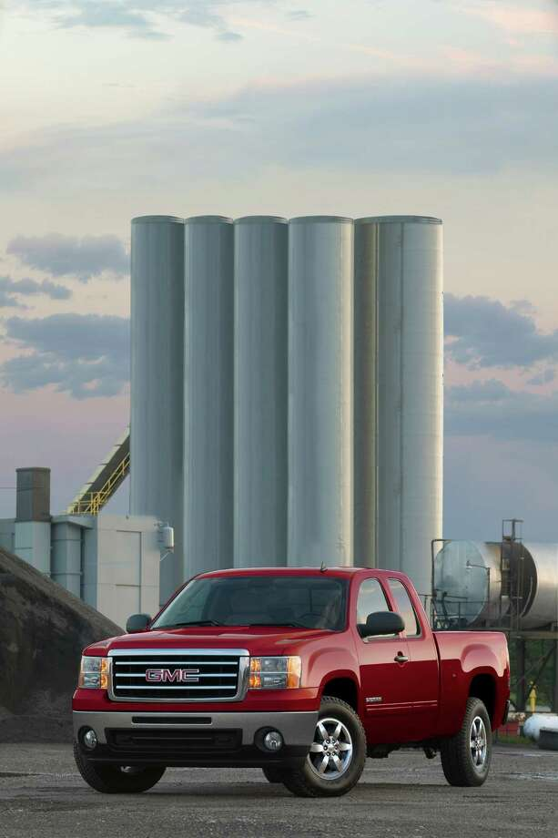 "GMC Sierra SLE Extended Cab pick up truck / License Agreement - Please read the following important information pertaining to this image. This GM image is protected by copyright and is provided for use under a Creative Commons 3.0 License for the purpose of editorial comment only. The use of this image for advertising, marketing, or any other commercial purposes is prohibited. This image can be cropped, but may not be altered in any other way, and each should bear the credit line ""© GM Co."" General Motors makes no representations with respect to the consent of those persons appearing in these photos, or with regard to the use of names, trademarks, trade dress, copyrighted designs or works of art or architecture that are not the intellectual property of General Motors."