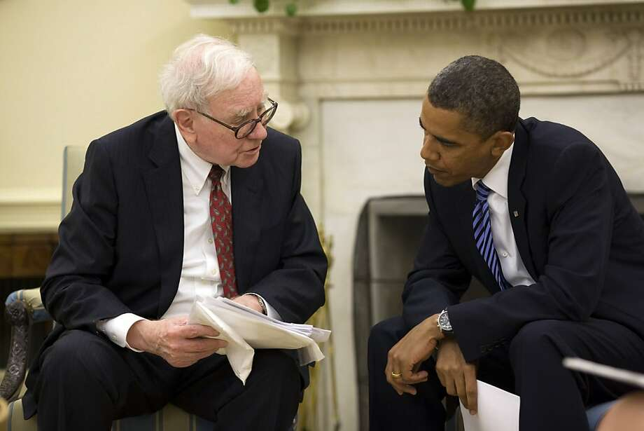 Warren Buffett, chief executive officer of Berkshire Hathaway Inc., left, meets with U.S. President Barack Obama in the Oval Office of the White House in Washington, D.C., U.S., on Wednesday, July 14, 2010. Photo: Pete Souza, Via Bloomberg