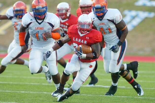 Lamar running back Octavious Logan, center, sprints past the Langston University defense for a gain in the first half on Saturday at Provost Umphrey Stadium.  October 9, 2010.  Valentino Mauricio/The Enterprise Photo: Valentino Mauricio / Beaumont