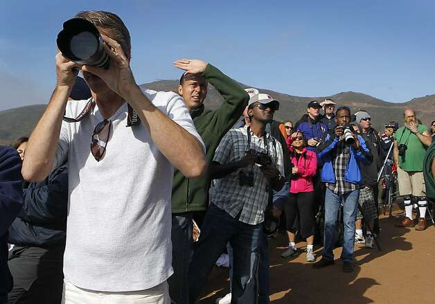 Shuttle watchers on the Marin Headlands try to be first to spot Endeavour as it approaches on the first of two flybys. Photo: Paul Chinn, The Chronicle