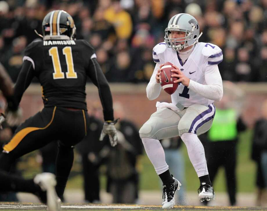 Kansas State quarterback Collin Klein, right, tries to avoid Missouri defender Jarrell Harrison, left, during the second quarter of an NCAA college football game Saturday, Nov. 13, 2010, in Columbia, Mo. (AP Photo/Jeff Roberson) Photo: Jeff Roberson / AP2010