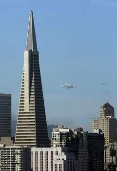 Space Shuttle Endeavour mounted on NASA's Shuttle Carrier Aircraft, flies past Transamerica Pyramid on Friday, Sept. 21, 2012, in San Francisco. Endeavour is making a final trek across the country to the California Science Center in Los Angeles, where it will be permanently displayed. Photo: Carlos Avila Gonzalez, San Francisco Chronicle / San Francisco Chronicle