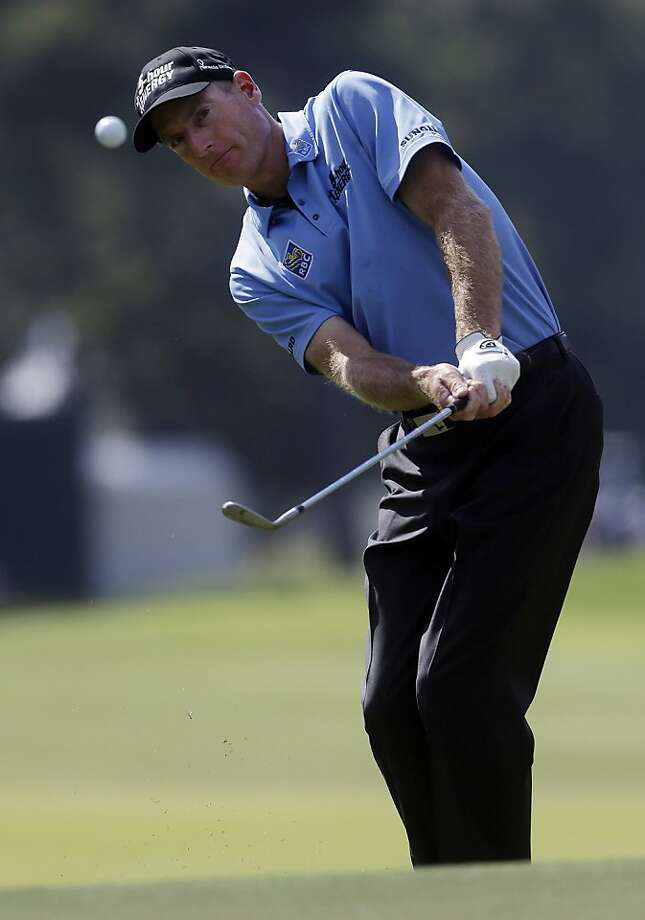 Jim Furyk moved closer to his first win of the year with a second-round 64 at the Tour Championship. Photo: John Bazemore, Associated Press