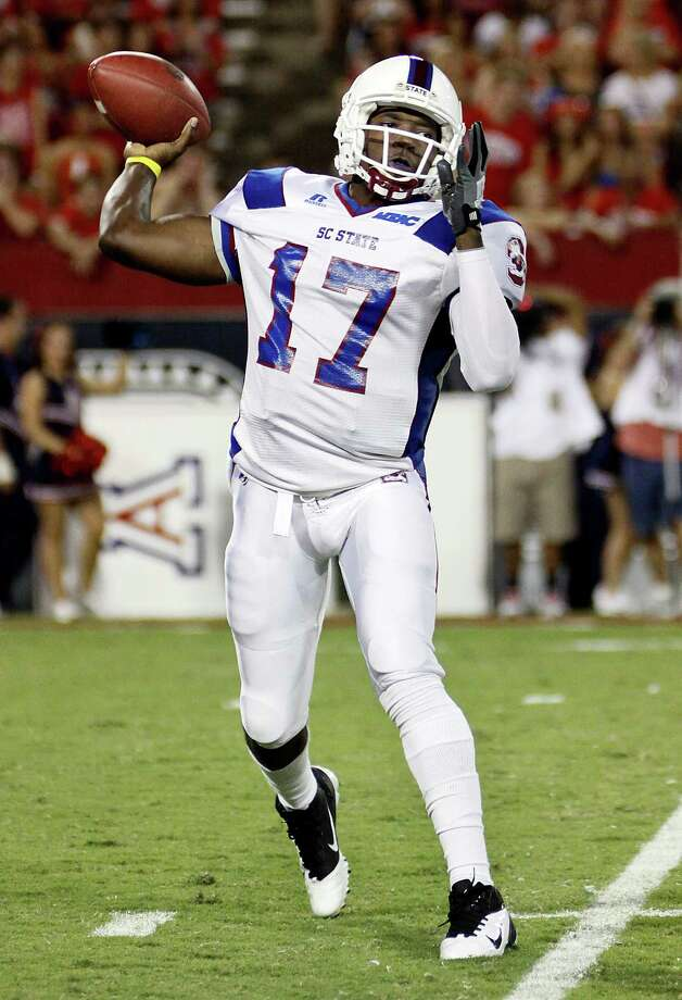 South Carolina State quarterback Richard Cue (17) throws against Arizona during the first quarter of an NCAA college football game at Arizona Stadium in Tucson, Ariz., Saturday, Sept. 15, 2012. (AP Photo/Wily Low) Photo: WILY LOW / FR53753 AP