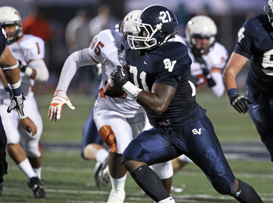 Lawrence Mattison blows through the middle for a first quarter touchdown as Smithson Valley hosts Madison on September 21, 2012. Photo: Tom Reel, Express-News / ©2012 San Antono Express-News