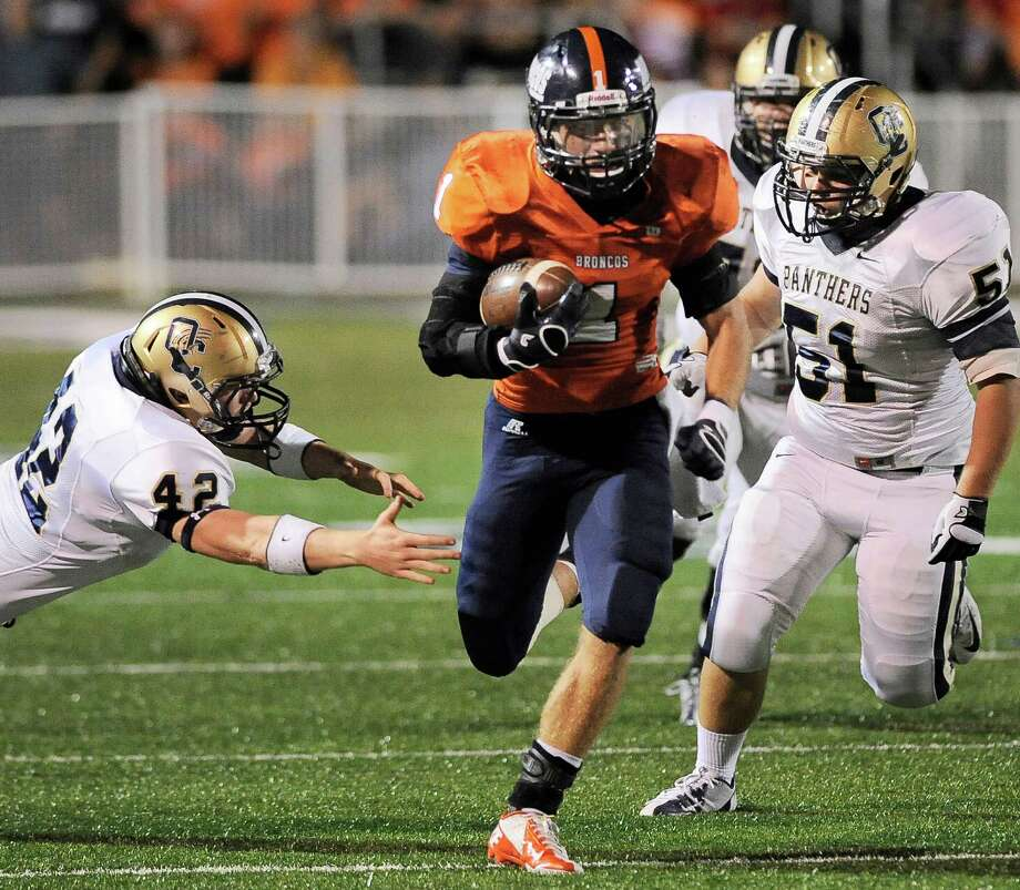Brandeis' Trinton Ynclan (1) evades O'Connor's Kody Fields (42) and Miguel Haro (51) during the first half of a high school football game, Friday, Sept. 21, 2012, Farris Stadium in San Antonio. Photo: Darren Abate, Express-News