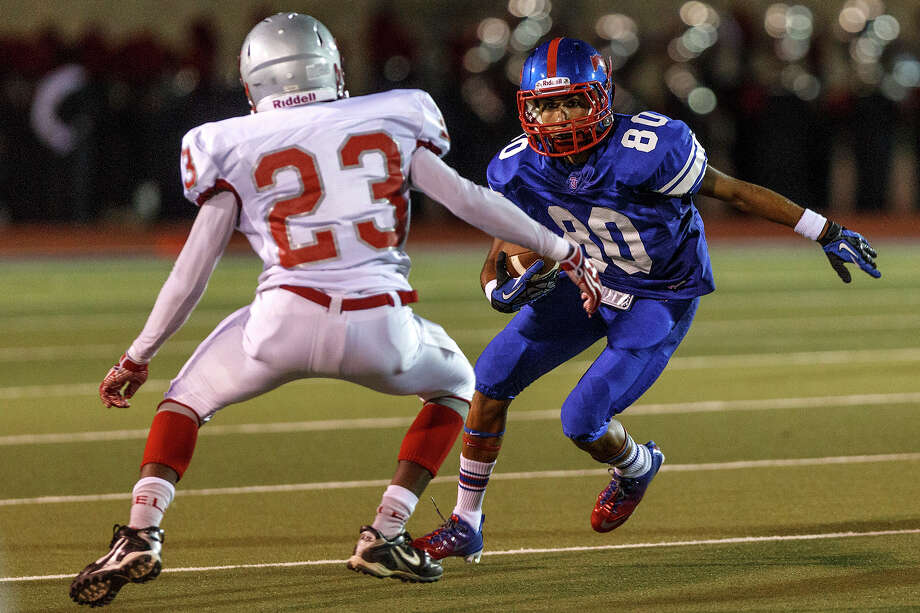 Jefferson wide receiver Marcus Juares (right) looks for a way around Lee's Telvine Daw during their game at Alamo Stadium  on Sept. 21, 2012. Lee won the game 49-35.  MARVIN PFEIFFER/ mpfeiffer@express-news.net Photo: MARVIN PFEIFFER, Express-News / Express-News 2012