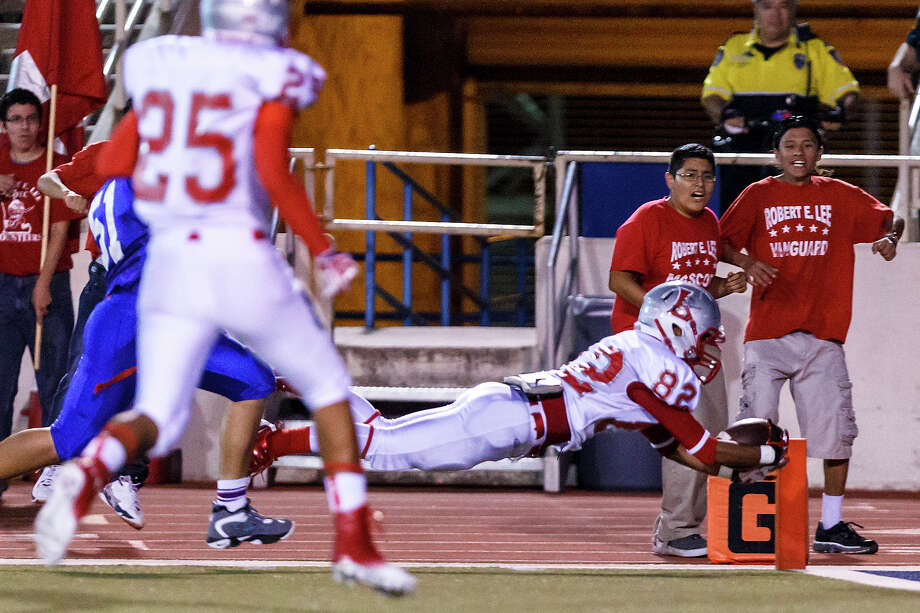 Lee's Sergio Solis dives across the goal line for a touchdown during their game with Jefferson at Alamo Stadium  on Sept. 21, 2012.  Lee won the game 49-35.  MARVIN PFEIFFER/ mpfeiffer@express-news.net Photo: MARVIN PFEIFFER, Express-News / Express-News 2012