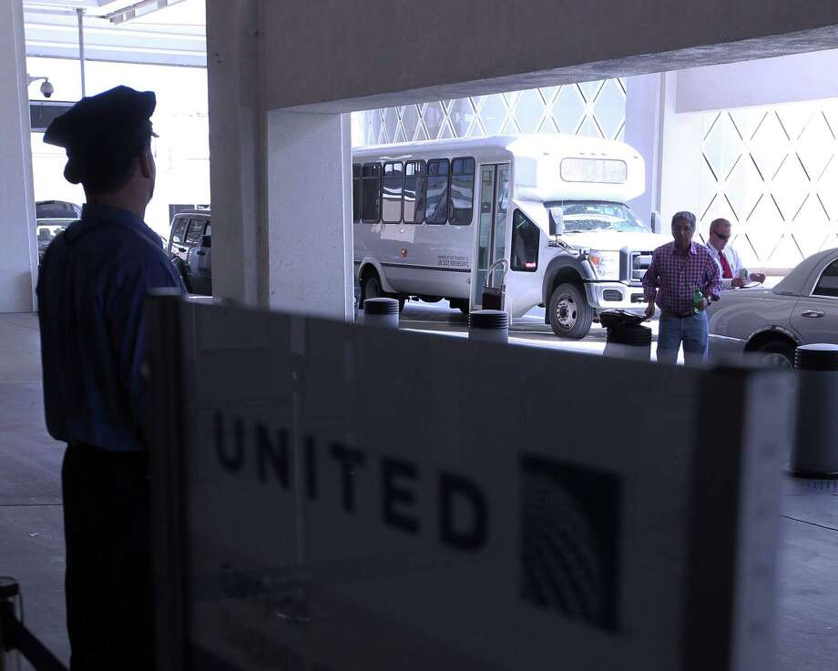 United Airlines started operating a bus service to Bush Intercontinental Airport from the Beaumont area after it stopped air service in the summer. Photo: James Nielsen / © Houston Chronicle 2012