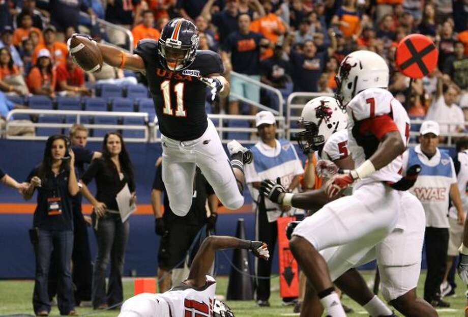 UTSA's David Glasco, II (11) leaps for a touchdown against Northwestern Oklahoma State in the first half at the Alamodome on Saturday, Sept. 22, 2012. UTSA racked up 42 points in the first half of play. (Kin Man Hui / SAN ANTONIO EXPRESS-NEWS)